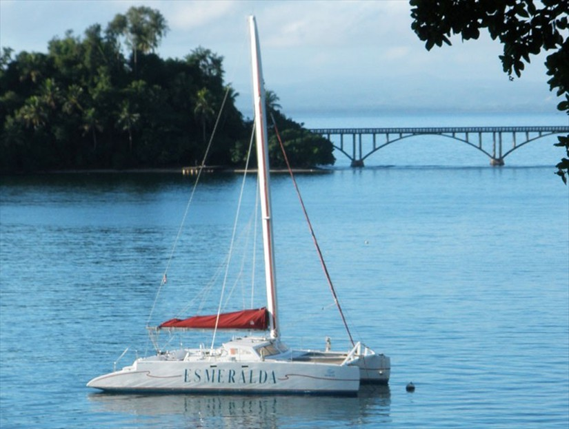 Catamaran Tours in Samana - Snorkeling Tour in Samana Bay Dominican Republic.